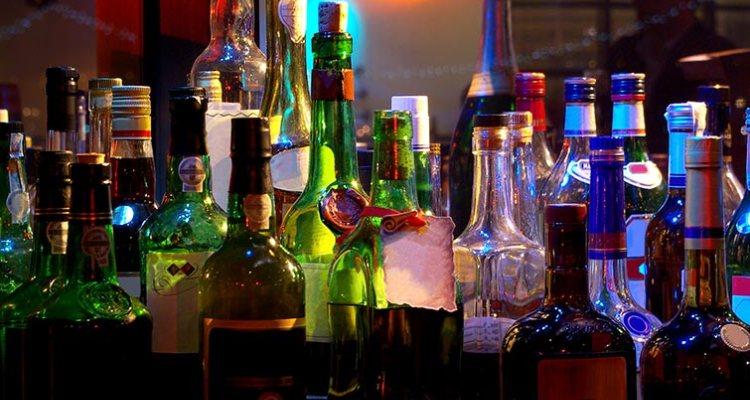 Wedding-Cocktail-Bar-Ideas-A2zWeddingCards