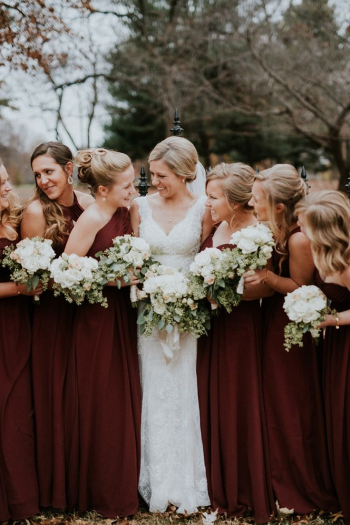 Stylish yet cozy bridesmaid dressing ideas for winter wedding for Winter wedding colors for bridesmaids dresses
