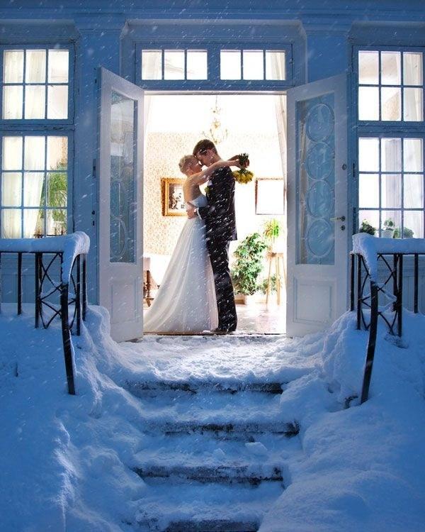 Romantic-Pose-With-Bride-Groom-Photography-2-A2zWeddingCards