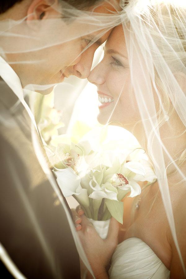 wedding-photo-ideas-smiling-gaze-in-the-eyes-21-A2zWeddingCards